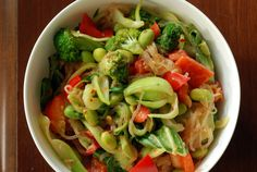 Kelp Noodles, Baby Bok Choy, Broccoli and Red Pepper with a Coconut-Peanut Sauce = yum! Main Dishes, Side Dishes, Kelp Noodles, Noodle Bowls, Peanut Sauce, Red Peppers, Asian Recipes, Broccoli, Delish