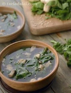 Clear Soup with Spinach and Mushrooms recipe | Chinese Recipes | by Tarla Dalal | Tarladalal.com | #4106