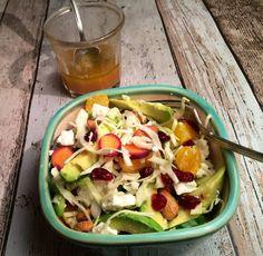 Måltidssalat af spidskål, avokado og feta med citrus/ingefær/chili-dressing – Stop spild af mad
