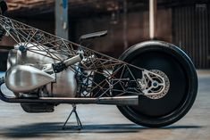 Birdcage: Revival Cycle's Titanium-Caged BMW Boxer | Bike EXIF Bmw Motorcycles, Custom Motorcycles, Pale Horse, Box Building, Bmw Boxer, Rear Differential, New Bmw, Bike Art, Vintage Bikes