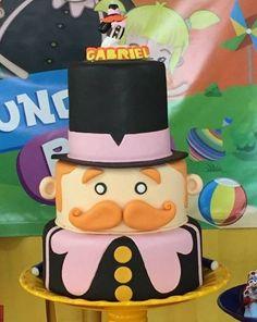 bolo decorado mundo bita 3 1 Year Birthday, Birthday Cake, I Party, Party Time, Bolo Fack, Fake Cake, Biscuit Cake, Baby Shower Parties, Fondant