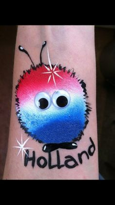 Wuppie Holland Rood-wit-blauw Wk voetbal Face Painting Designs, Body Painting, Henna Paint, Cheek Art, Hand Tattoo, Hand Art, Happy Colors, Face And Body, 4th Of July