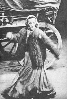Helene Weigel | Helene Weigel som «Mutter Courage» i Brechts stykke af samme navn.