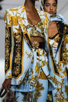 Versace Ready To Wear Spring Summer 2018 Milan Fashion Mode, Live Fashion, Fashion Week, Runway Fashion, Fashion Brands, Fashion Show, Fashion Outfits, Womens Fashion, Fashion Design