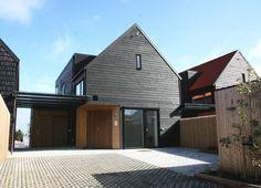 Carport og inngang til bolig // Mulitkomforthus - Sjo Fasting Arkitekter
