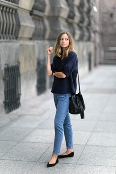 COS v-neck blouse / COS denim / Chloé flats (similar here and here) / Chylak bag / Oroton watch / Apart rings In my wardrobe you can find more and more clothes in navy – it actually is the best alternative to black colour, especially when I'm not in the mood for bright shades. Airy...