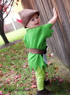 A fantastic list of DIY Disney Halloween costumes for kids including tutorials for Elsa & Olaf from Frozen, Tigger & Pooh, Peter Pan, Princesses and more! Halloween Kostüm Baby, Homemade Halloween Costumes, Disney Halloween Costumes, Cute Costumes, Baby Costumes, Costume Ideas, Creative Costumes, Diy Peter Pan Costume, Peter Pan Costumes