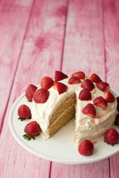 Light fluffy and delicious vegan vanilla cake! Two layers of vanilla sponge, topped with a velvety vegan vanilla frosting and fresh strawberries. Ideal for special occasions. #vegan #dairyfree | lovingitvegan.com