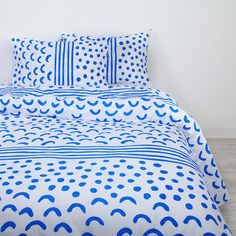 ARRO Home: 100% cotton doona cover with Canopy print in classic blue and white. - Standard Queen size - Dimensions: 210cm x 210cm