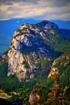 The Chief, Squamish, BC - the second largest freestanding granite monolith in the world! Vancouver Hiking, Vancouver Island, Oh The Places You'll Go, Places To Visit, Sea To Sky Highway, Western Canada, Whistler, Canada Travel, The Fresh