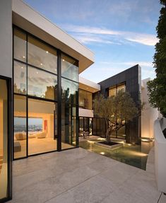 MODERN HOME! Architecture by: McClean Design. What do you think about this house? Comment below and tag your friends! Modern House Plans, Modern House Design, Luxury Homes Dream Houses, Modern Mansion, Mansions Homes, Mega Mansions, Dream House Exterior, Villa Design, Dream Home Design