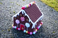 Gingerbread House, a crochet decoration