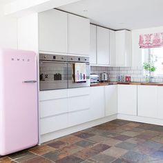 Küchen Küchenideen Küchengeräte Wohnideen Möbel Dekoration Decoration Living Idea Interiors home kitchen - Weiß und rosa Küche