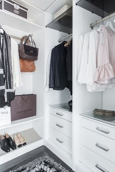 Clean & sleek walk-in-closet