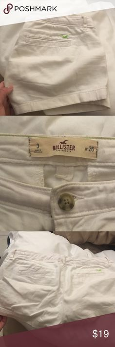Hollister shorts Short fit🎀 white worn only to try on ❤️ make me an offer Hollister Shorts