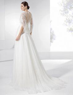 Traje de novia con falda de seda natural y satén y galón con pedrería.