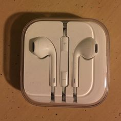 BRAND NEW Never worn, perfect condition Apple earbuds. Other