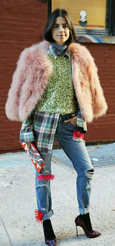 Leandra lives up to her Man Repelling title in head turning sparkles, fur, and embellishment. Street Style, Street Chic, Street Fashion, Holy Chic, Leandra Medine, Man Repeller, Cool Style, My Style, Mixing Prints