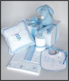 Set # 4 para nene. Caja de presentación+babero+babita+juego de sábanas+muñeco+almohadón+portachupete.