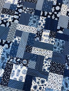"""84"""" x 93"""" Full/Queen Size Kit includes fabric for top and binding.  Yellow Brick Road pattern sold separately.  Moda Nautical Marble would be great for the backing, pattern suggests 7 1/2 yards."""