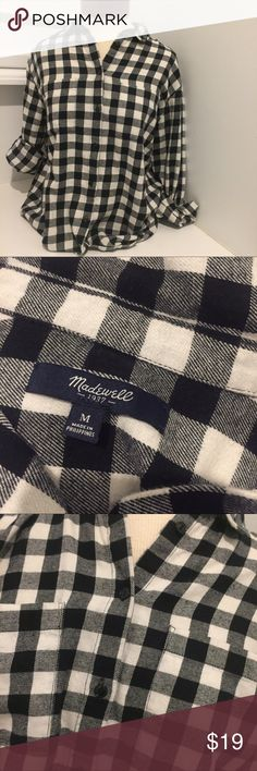 MADEWELL BUTTON DOWN BOYFRIEND STYLE FLANNEL M Very gently used Madewell Tops Button Down Shirts