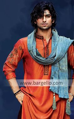 Latest Indian Pakistani Kurta From Bargello Offering Printed Embroidered Salwar Kameez Kurta Shalwar, Indian Men Fashion, Muslim Fashion, Ethnic Fashion, Mens Fashion, Sherwani, Mode Masculine, Princesa Indiana, Pakistani Kurta, Indian Kurta
