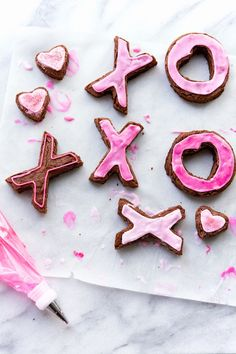 Share the love with these X & O Brownies. Such a fun V-Day treat! | Camille Styles