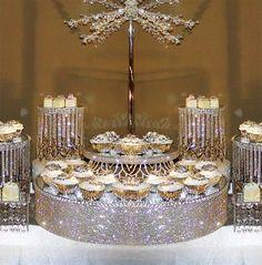 Los brillos se abren paso en una boda glam y en sus mesas de postres