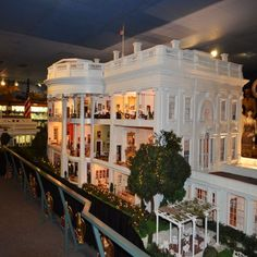 The White House by Zweifel now resides at The Presidents Hall of Fame, Clermont, Florida. dollhouse miniature  model  miniature