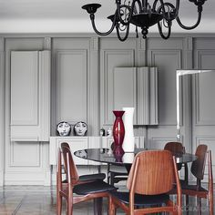 The three-dimensional panelled walls of this dining room – owned by Italian fashion designer Alessandro Dell'Acqua – conceal storage, allowing this 'Tulip' table by Eero Saarinen for Knoll (knoll.com) to take centre stage. The chairs are vintage and the chandelier is made from Murano glass. Photography: Fabrizio Cicconi/Living Inside Styling: Francesca Davoli