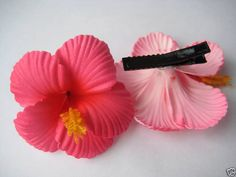 Hawaii Bridal Wedding Party Flower Hair Clip Luau Fuschia PINK Hibiscus for sale online Aloha Party, Hawaiian Party Outfit, Hawaii Birthday Party, Hawaiian Luau Party, Hawaiian Birthday, Moana Birthday, Tropical Party, Flamingo Cupcakes, Flamingo Party