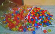 De Todo, Un Poco .: Papelera de tapas recicladas de plástico Vintage Ladder, Tiny House Plans, Bottle Art, Recycled Materials, Sprinkles, Art For Kids, Repurposed, Crochet, 3 D