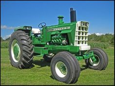 Old Oliver 2255 Tractor...the only good green tractor