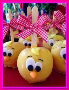 Veja 80 Modelos de festa da galinha pintadinha e saiba quais são as opções de decoração para esse tema de festa, se inspire e faça uma festa maravilhosa. Farm Animal Party, Farm Animal Birthday, Farm Party, Leo Birthday, Birthday Candy, Gourmet Candy Apples, Diy And Crafts, Crafts For Kids, Ideas Para Fiestas
