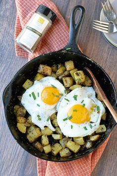 Italian Seasoned Skillet Breakfast Potatoes | Naturally Loriel