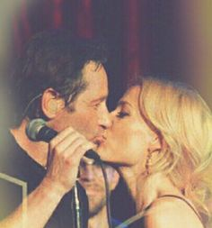 David Duchovny Gillian Anderson Cutting Room 2015 kissing
