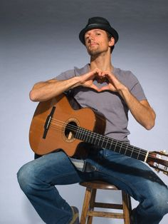 #JasonMraz ♡ I NEED this guitar