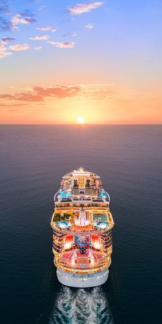 Cruise Ship Activities Geared Towards Teenagers Cruise Travel, Cruise Vacation, Shopping Travel, Beach Travel, Cruise Tips Royal Caribbean, Best Cruise Ships, Cruise Pictures, Royal Caribbean International, Cruise Outfits