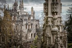 Gorgeous Quinta da Regaleira Palace in Sintra Big Building, Sintra Portugal, Garden Oasis, Where To Go, Travel Pictures, Barcelona Cathedral, Places To See, The Good Place, Beautiful Places
