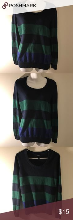 Tommy Hilfiger Woman's Sweater HELLO EVERYONE, I AM OFFERING AN AWESOME  Tommy Hilfiger Woman's Sweater    This Tommy Hilfiger Woman's Sweater is In Great Condition. Size is M    Please SEE THE PICTURES FOR MORE DETAIL     Thanks For looking   ALL ITEMS WILL BE PACKED SECURELY, Tommy Hilfiger Sweaters