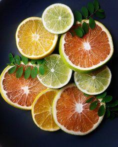 La tarde esta como para un frappe de naranjas y un postrecito.  Estas bellezas las encontramos hoy en el Mercado Soto Rosa.
