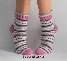 Baby Hats Knitting, Knitting For Kids, Knitting Socks, Hand Knitting, Crochet Ripple, Knit Or Crochet, My Socks, Cool Socks, Knitted Slippers