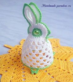 Source Free Easter Egg Crochet Patterns Easter is almost here! It's time to fill up our baskets with some colorful woolly crochet eggs! Crochet them… Crochet Diy, Thread Crochet, Crochet Doilies, Crochet Chicken, Easter Crochet Patterns, Holiday Crochet, Crochet Animals, Beautiful Crochet, Holiday Ornaments