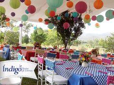 Boda campestre estilo country, colores vivos y surtidos, flores silvestres y globos chinos. #BodaCampestre #BodaCountry #BodaÍndigo  www.indigobodasyeventos.com