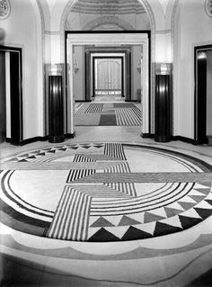 This Interior relates back to the Art Deco era. The main aspects that relate back to Art Deco in the way hoe are the strong elements geometric and angular shapes creating an a striking pattern Casa Art Deco, Arte Art Deco, Estilo Art Deco, Art Deco Stil, Art Deco Home, Art Deco Era, Interiores Art Deco, Bauhaus, Art Nouveau Arquitectura