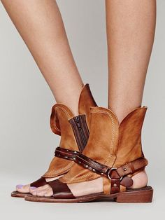 Fashion Open Toe Rough Style Flat Sandals – boholooks Source by fashion flat Open Toe Flat Shoes, Leather Sandals, Shoes Sandals, Flat Sandals, Boho Shoes, Sandal Heels, Gladiator Sandals, Shoes Sneakers, Studded Heels
