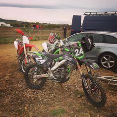 Great day at Fenton Barns #motocross #motorcycle #wheels #kawasaki #kxf #kxf250 #honda #crf #crf450 #green #red #greenmachine #dirt #procircuit #molsonkawasaki #fun #fullthrottle #flatout #lovemotocross #motocrosslife #motocrossporn #motocrossforlife #instamotocross by eazyclean_chrismcd