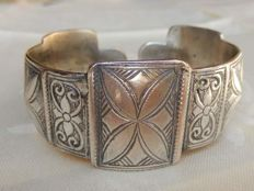 bracelet opening old silver with beautiful decorations