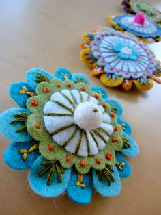 So happy.: Felt Brooches.