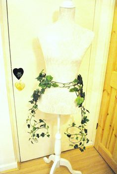 Custom size Poison ivy leg cuffs and belt by InMyFairyGarden